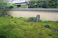 Ryogen-in is a subtemple of Daitokuji and is one of several Zen gardens that were founded in the 15th century.