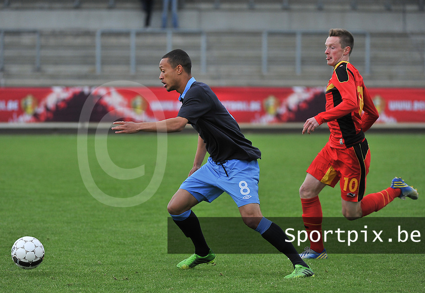 Belgium U19 - England U19 : Lewis Baker on the ball before Rob Schoofs (10).foto DAVID CATRY / Nikonpro.be