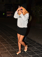 Rihanna checking in her Antwerp hotel in Belgium at 4.30 in the morning - Belgium