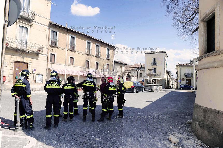 Terremoto Abruzzo.Pagnanica 7 Aprile 2009.L'intervento dei Vigili del Fuoco.The intervention of Firefighters