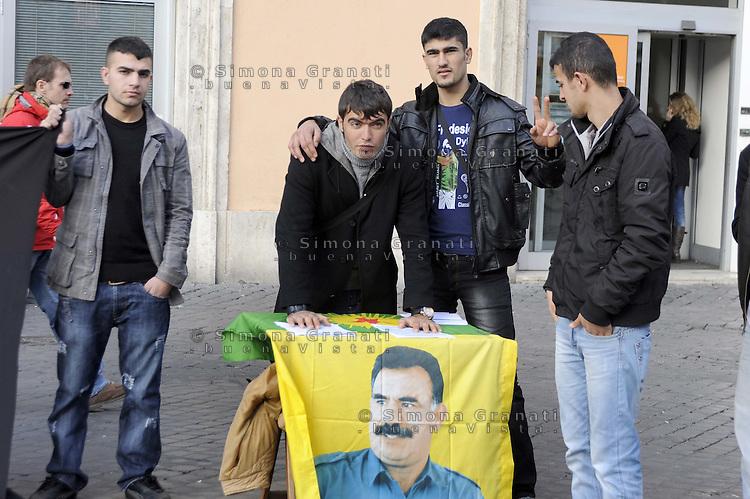 Roma, 3 Gennaio 2012.Largo Torre Argentina.La comunità kurda di Roma in piazza per protestare contro il massacro di 36 bambini e ragazzi   a Sirnak, nel sud-est turco bombardato con aerei da guerra turchi il 28 dicembre 2011.