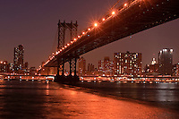 Manhattan Bridge, suspension bridge that crosses the East River in connecting Lower Manhattan (at Canal Street) with Brooklyn (at Flatbush Avenue Extension Manhattan, New York City, New York, USA, designed by  Leon Moisseiff, view from Brooklyn Bridge Park