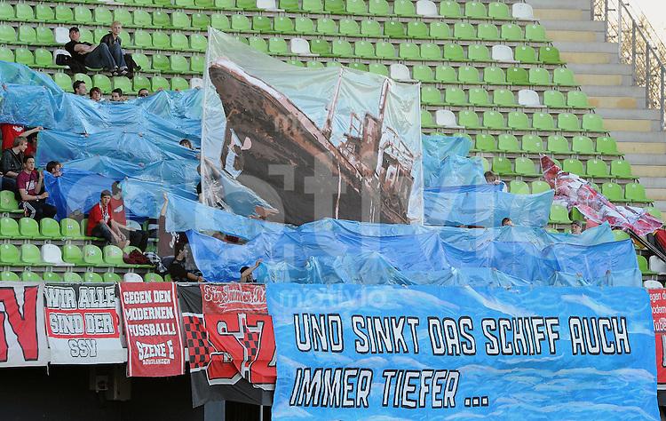 """Fussball Oberliaga 2011/2011  06.04.2011 SSV Reutlingen - VfL Kirchheim SSV Fans der Szene E mit einer Fan Choreographie: """"und sinkt das Schiff auch immer tiefer"""""""