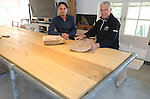 Foto: VidiPhoto<br /> <br /> BEST- Job Wittens en Ren&eacute; Westerlaken (grijs haar) aan een tafel gemaakt van populierenhout bij de Campus Westerwind in Best, een testlab voor peppelhout.