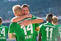 FUSSBALL   1. BUNDESLIGA   SAISON 2012/2013   2. Spieltag SV Werder Bremen - Hamburger SV       01.09.2012             Jubel Werder nach dem Tor zum 1:0; Aaron Hunt (li) gegen Zlatko Junuzovic (re, beide SV Werder Bremen)