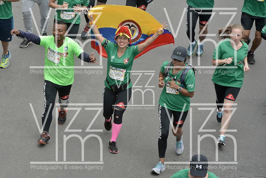 BOGOTÁ -COLOMBIA. 03-04-2016: Carrera Presta Tu Pierna 11K realizada hoy, 2 de abril de 2016, en la ciudad de Bogotá, Colombia./ Presta Tu Pierna 11K that be held today, April 2 2016, at Bogota city. Photo: VizzorImage/ Gabriel Aponte / Staff
