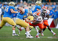 SAN FRANCISCO, CA - December 31, 2011: Illinois linebacker Ashante Williams (25) attempts to bring down UCLA quarterback Kevin Prince (4) against University of Illinois at AT&T Park in San Francisco, California. Final score Illinois wins 20-14.
