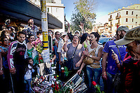 Roma 30 Maggio 2015<br /> Fiori e commozione  sul luogo  dove  il 27 Maggio un&rsquo;auto con tre rom a bordo, in via Battistini ha travolto nove persone, uccidendo sul colpo la filippina di 44 anni, Corazon Perez Abordo. <br /> Rome May 30, 2015<br /> &nbsp;Flowers and emotion on  place, where on May 27 a car with three Roma on board struck nine people in via Battistini, instantly killing 44-year-old Filipino Corazon Abordo Perez.
