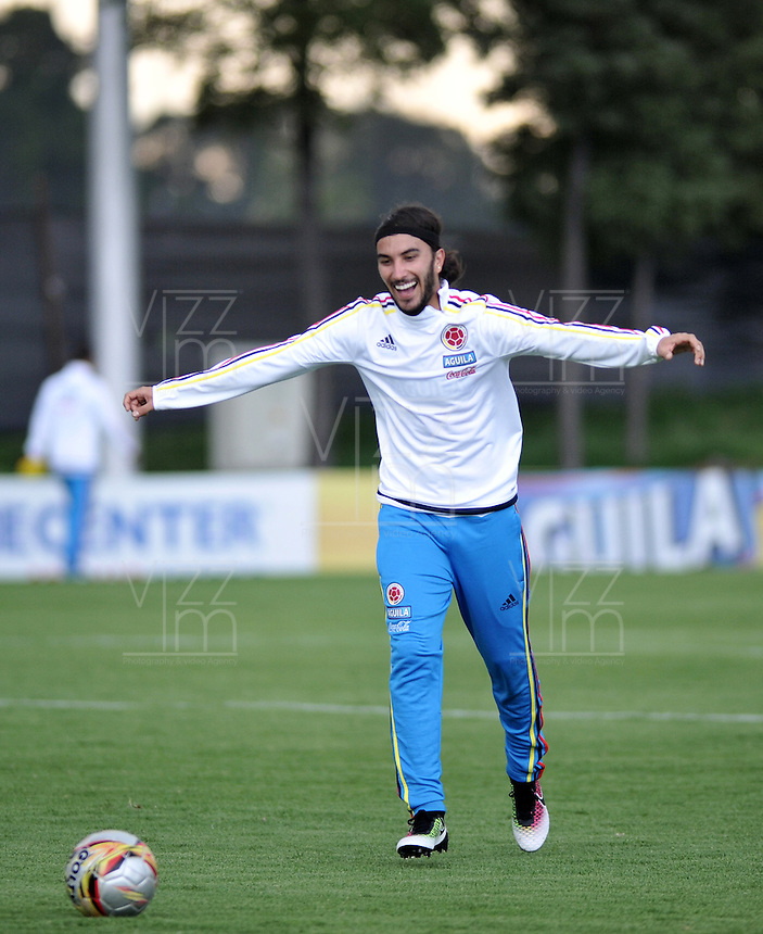 BOGOTA - COLOMBIA  - 21 - 03 - 2016: Sebastian Perez,  jugador de la Seleccion Colombia, durante entrenamiento en La sede de La Federacion Colombiana de Futbol en Bogota. Colombia prepara para el próximo partido partido contra Bolivia para la calificificacion a la Copa Mundo FIFA 2018 Rusia. / Sebastian Perez,  player of the Colombia Team, during training at the Headquarters of the Colombian Football Federation in Bogota. Colombia prepares for the upcoming game match against Bolivia for calificificacion to FIFA World Cup 2018 Russia. (Photo: VizzorImage / Luis Ramirez / Staff.)