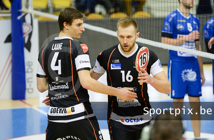 20161228 - ROESELARE ,  BELGIUM : Aalst's Adrian Staszewski (16) pictured being substituted by Aalst's Tijmen Laane (left) during the second semi final in the Belgian Volley Cup between Knack Volley Roeselare and Lindemans Aalst in Roeselare , Belgium , Wednesday 28 th December 2016 . PHOTO SPORTPIX.BE | DAVID CATRY