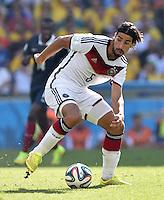 FUSSBALL WM 2014                VIERTELFINALE Frankreich - Deutschland           04.07.2014 Sami Khedira (Deutschland) am Ball
