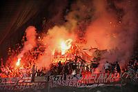 FUSSBALL   CHAMPIONS LEAGUE   SAISON 2011/2012     18.10.2011 SSC Neapel - FC Bayern Muenchen  FC Bayern Muenchen Fans mit bengalischem Feuer im Gaestefanblock im San Paolo Stadion in Neapel.