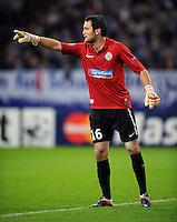 FUSSBALL   CHAMPIONS LEAGUE   SAISON 2012/2013   GRUPPENPHASE   FC Schalke 04 - Montpellier HSC                                   03.10.2012 Torwart Geoffrey Jourdren (Montpellier)