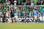 St Johnstone v Celtic&hellip;20.08.16..  McDiarmid Park  SPFL<br />Scott Sinclair scores Celtic&rsquo;s second goal<br />Picture by Graeme Hart.<br />Copyright Perthshire Picture Agency<br />Tel: 01738 623350  Mobile: 07990 594431