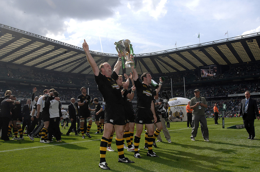 Photo: Richard Lane..London Wasps v Leicester Tigers. Heineken Cup Final. 20/05/2007..Lawrence Dallaglio (L) and Fraser Waters hold the Heineken Cup trophy aloft.