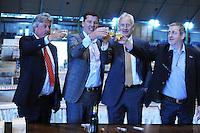 SCHAATSEN: HEERENVEEN: IJsstadion Thialf, 08-06-15, Ver(nieuw)bouw, Thialf /KNSB ondertekening, v.l.n.r.: Cees Roozemond (voorzitter Raad van Commissarissen Thialf BV), Eelco Derks (directeur Thialf BV), Paul Sanders (algemeen directeur KNSB) en Roel Dekker (voorzitter algemeen bestuur KNSB), <br /> &copy;foto Martin de Jong