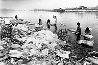 Philippines. Luzon Region. Manila. Tondo area. Smokey mountain is a rubbish dump. Life on a garbage heap. A group of men and women wash in the river collected plastic garbage in order to resell them for a better price as recycled products. © 1992 Didier Ruef .