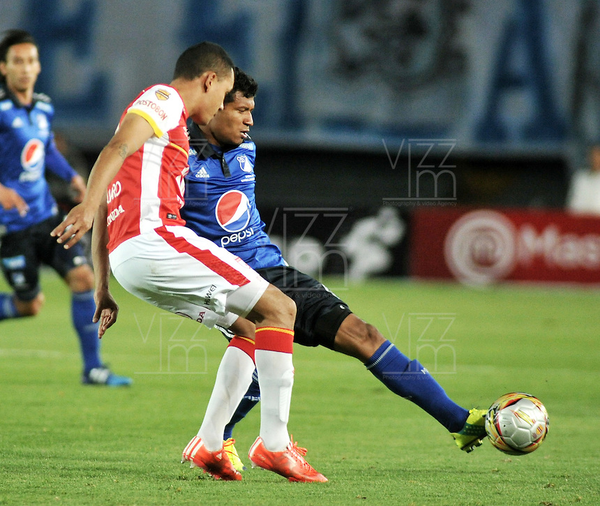BOGOTA - COLOMBIA -14 -03-2015: Javier Reina (Der.) jugador de Millonarios disputa el balón con Sergio Otalvaro (Izq.) jugador de Independiente Santa Fe, durante partido entre Millonarios e Independiente Santa Fe por la fecha 10 de la Liga Aguila I-2015, jugado en el estadio Nemesio Camacho El Campin de la ciudad de Bogota. / Javier Reina (R) player of Millonarios vies for the ball with Sergio Otalvaro (L) player of Independiente Santa Fe, during a match between Millonarios and Independiente Santa Fe, for the  date 10 of the Liga Aguila I-2015 at the Nemesio Camacho El Campin Stadium in Bogota city, Photo: VizzorImage / Luis Ramirez / Staff.