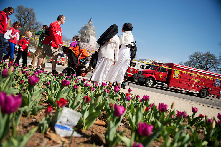 UNITED STATES - APRIL 11: Spectators gather near Peace Circle on the West Front of the Capitol to view officials process the scene of an apparent suicide on the Capitol grounds, April 11, 2015. (Photo By Tom Williams/CQ Roll Call)