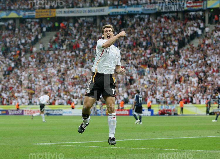 Fussball WM 2006 Viertelfinale  Deutschland - Argentinien JUBEL zum 1:1 ; Torschuetze Miroslav KLOSE (GER)