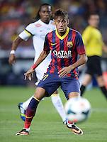 FUSSBALL  INTERNATIONAL   SAISON 2011/2012   02.08.2013 Gamper Cup 2013 FC Barcelona - FC Santos Neymar (Barca) mit Ball