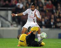 FUSSBALL  CHAMPIONS LEAGUE  VIERTELFINAL RUECKSPIEL   2011/2012      FC Barcelona - AC Mailand           03.04.2012 Robinho (Oben, AC Mailand) gegen Torwart Victor Valdes  (Barca)