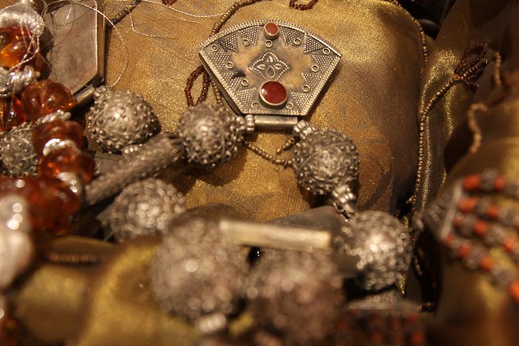 Arabic Jewelry, Arabic Gold, Arabic Artifacts, Yamane Jewelry.