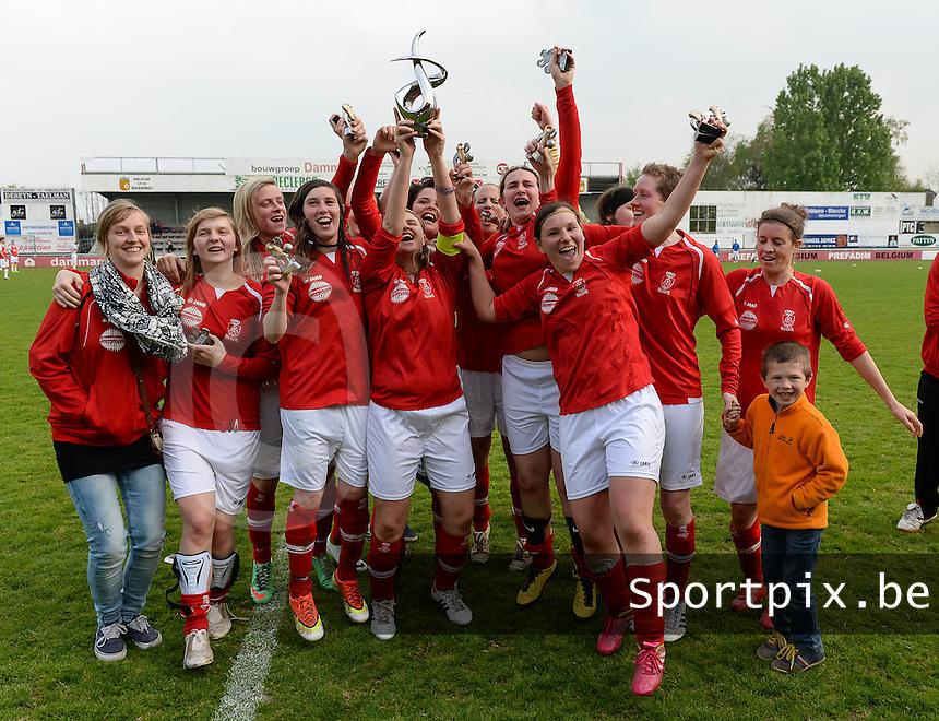 Finale Beker van West-Vlaanderen Dames : FC Menen United - KEG Gistel : Gistel viert de bekerwinst bij de Dames <br /> foto VDB / BART VANDENBROUCKE