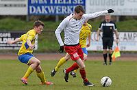KFC Meulebeke - VV Tielt : Jari Bourgeois (r) aan de bal voor Frederick De Marrez (links)<br /> Foto David Catry   VDB   Bart Vandenbroucke