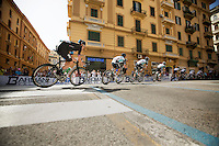Bradley Wiggins (GBR) behind Mark Cavendish (GBR) in the streets of Napoli