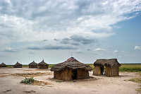 Traditionally built huts by the side of the road running from Bentiu to Nyal.