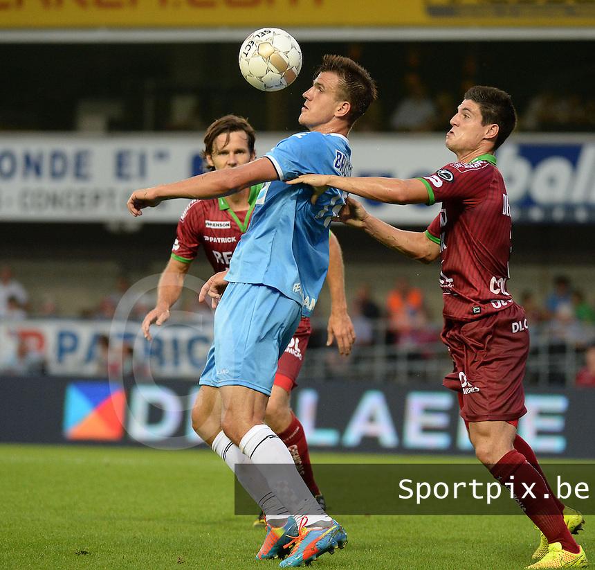 SV Zulte Waregem  - KV Kortrijk  : Ivan Santini met de balcontrole voor Steve Colpaert (r) <br /> foto VDB / BART VANDENBROUCKE