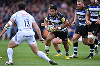 Alafoti Fa'osiliva of Bath Rugby goes on the attack. Aviva Premiership match, between Bath Rugby and Exeter Chiefs on October 17, 2015 at the Recreation Ground in Bath, England. Photo by: Patrick Khachfe / Onside Images