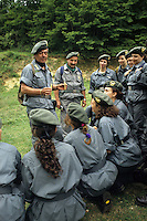 Donne Forestali. Corso di addestramento con il loro istruttore. Forestry women. Training corse with their instructor....