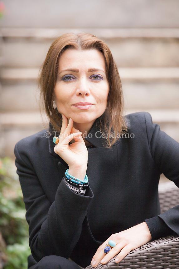 Elif Şafak, trascritto anche come Elif Shafak, è una scrittrice turca. Ha pubblicato romanzi scritti in turco e in inglese ed è l'autrice più venduta in Turchia. Le sue opere sono tradotte in più di trenta lingue. Milano novembre 2016. Bookcity. © Leonardo Cendamo