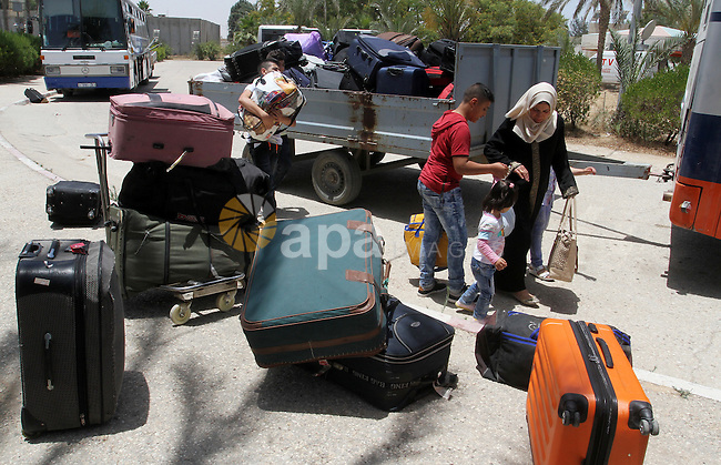 Palestinians wait for travel permits to cross into Egypt through the Rafah border crossing after it was opened for four days by Egyptian authorities, in the southern Gaza Strip June 02, 2016. Photo by Abed Rahim Khatib