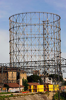 Roma 9 maggio 2009.Il Gazometro  al Quartiere Ostiense.The Gazometro and the river Tiber in the Ostiense district