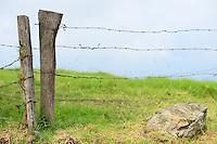 BOGOTÁ-COLOMBIA-14-01-2013. Verja, alambre de púas y piedra./ Fence, barbed wired and stone.  Photo: VizzorImage/STR