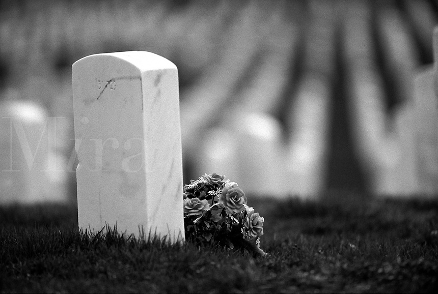 Black & white image of flowers by grave at Arlington National Cemetery ...: miraimages.photoshelter.com/image/I0000rr9TI1WaFiA