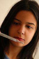 Ragazza misura la temperatura corporea. Girl measure body temperature.....