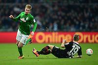FUSSBALL   1. BUNDESLIGA   SAISON 2012/2013    24. SPIELTAG SV Werder Bremen - FC Augsburg                           02.03.2013 Kevin De Bruyne (li, SV Werder Bremen) gegen Matthias Ostrzolek (re, Augsburg)