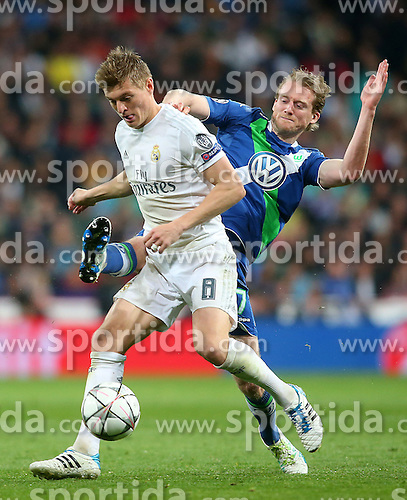 12.04.2016, Estadio Santiago Bernabeu, Madrid, ESP, UEFA CL, Real Madrid vs VfL Wolfsburg, Viertelfinale, Rueckspiel, im Bild Real Madrid's Toni Kroos (l) and WfL Wolfsburg's Andre Schurke // during the UEFA Champions League Quaterfinal, 2nd Leg match between Real Madrid and VfL Wolfsburg at the Estadio Santiago Bernabeu in Madrid, Spain on 2016/04/12. EXPA Pictures &copy; 2016, PhotoCredit: EXPA/ Alterphotos/ Acero<br /> <br /> *****ATTENTION - OUT of ESP, SUI*****