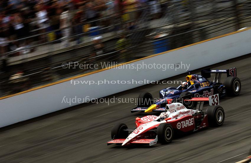 Ryan Briscoe (#33) races Alex Barron (#51)
