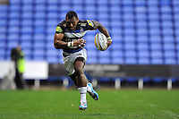 Semesa Rokoduguni of Bath Rugby goes on the attack. Aviva Premiership match, between London Irish and Bath Rugby on November 7, 2015 at the Madejski Stadium in Reading, England. Photo by: Patrick Khachfe / Onside Images
