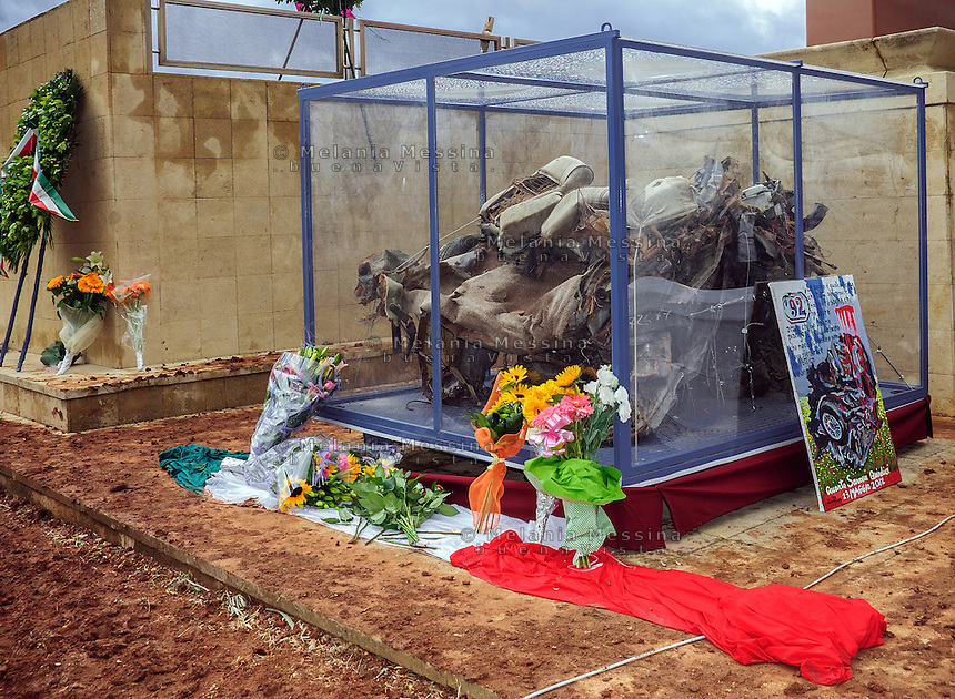 Capaci, the twentieth anniversary commemoration of the massacre: the car destroyed by bombs exposed to the public.<br /> Capaci, commemorazione del ventennale della strage: l'auto distrutta dalle bombe.