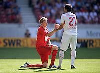 Fussball  1. Bundesliga  Saison 2013/2014  2. Spieltag VfB Stuttgart - Bayer Leverkusen     17.08.2013 Cristian Molinaro (re, VfB Stuttgart) hilft Stefan Kiessling (Bayer 04 Leverkusen) auf