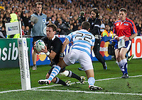 Rugby World Cup Auckland  New Zealand v Argentina Quarter Final 4 - 09/10/2011. Aaron Cruden (New Zealand) goes for a try.Photo Frey Fotosports International/AMN Images