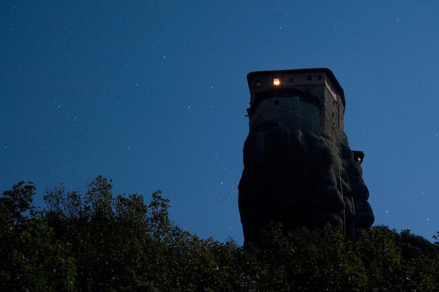 Greece, Meteora, Roussanou Monastery in moonlight