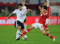 Fussball International  WM Qualifikation 2014   11.09.2012 Oesterreich - Deutschland Sami Khedira (li, Deutschland)  gegen Zlatko Junuzovic (Oesterreich)