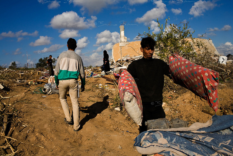 Jabalya, Gaza Strip, Jan 18 2009.Stunned inhabitants of Jabalya return to where their homes used to stand, only to find a huge rubble field, levelled by Israeli bombs, explosives and bulldozers. Not a wall is standing over a very large area on the eastern side of the village facing the israeli border..